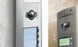 Contrôle d'accès à un immeuble à appartements avec des systèmes d'entrée par la porte
