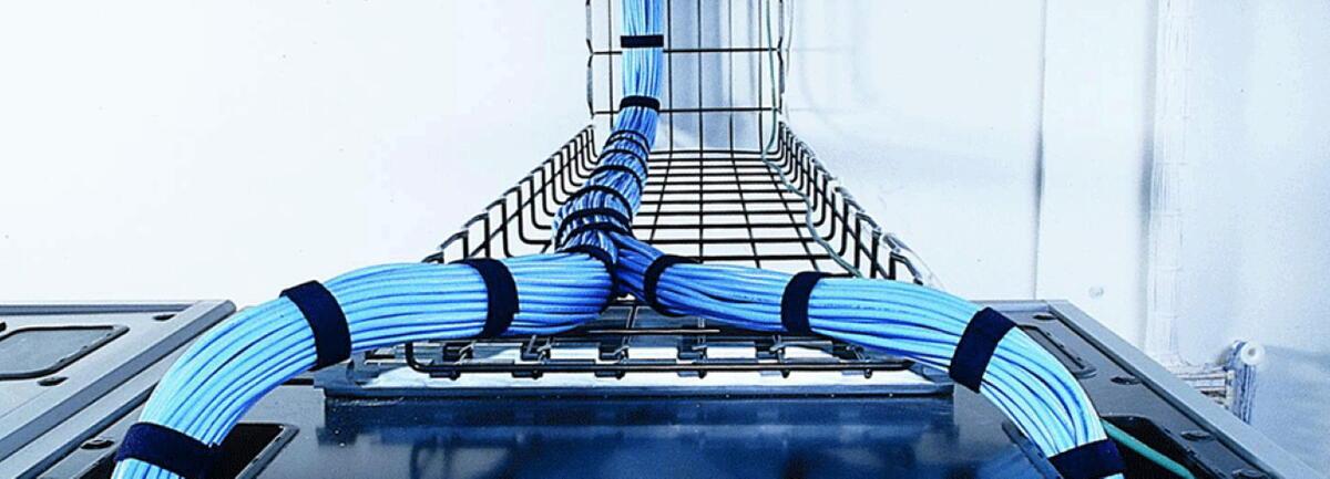 Cette photo nous montre la gestion des cables Legrand